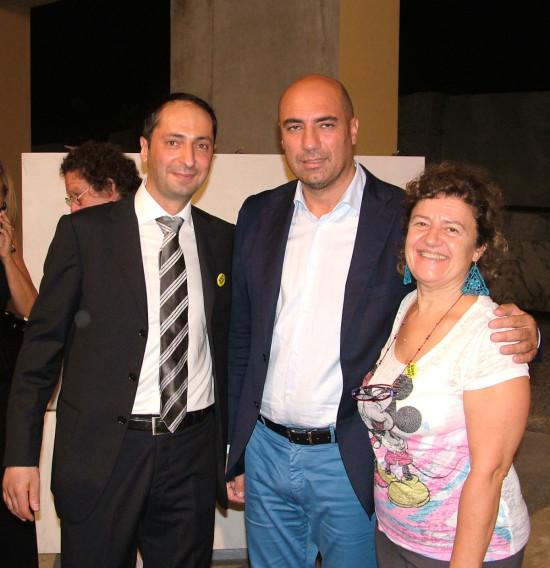 Mikayel Ohanjanyan qui con il gallerista Bonelli di Milano e la collezionista Paola Negri di Modena durante la festa della premiazione del premio Henraux