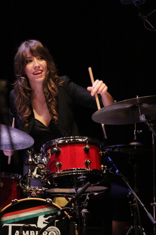 Laura Casotti: la musicista ritratta è Laura Klein durante Lucca Jazz Donna 2013